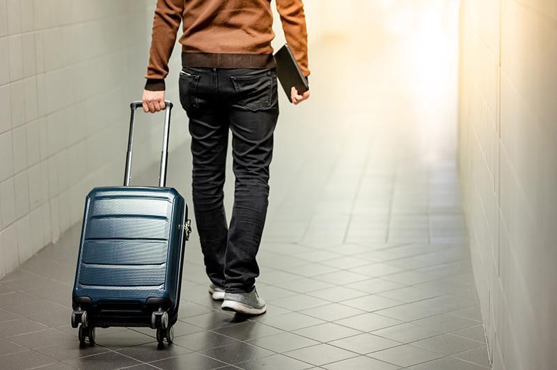 カッコよく持てる!上質な大人のメンズスーツケース 機能的でスタイリッシュなデザインが魅力の人気ブランド8選